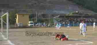 Alifuatpaşasporlu futblcuların ilk gol sevinci
