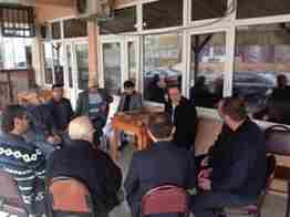 Geyve belediye Başkanı Murat kaya tepecikler balın kahvehanesinde vatandaşlar ile sohbet etti