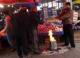 üşüyen pazarcılar.4