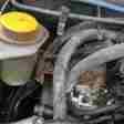 taraklı otomobil motoruna sıkışan kedi kurtarıldı (2)
