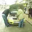 taraklı otomobil motoruna sıkışan kedi kurtarıldı (5)