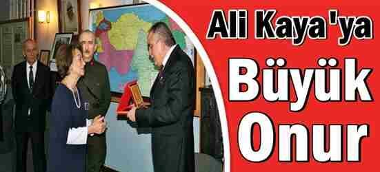 Eczacı Ali Kaya'ya Büyük Onur