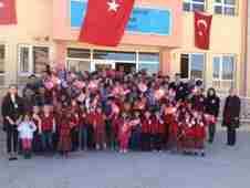 geyve-akdogan-ilk-orta-okulu-cumhuriyet-bayrami-coskusu- (2)