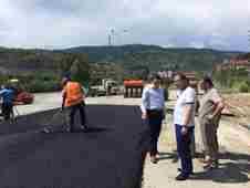 geyve-kaymakami-ilyas-memis-geyve-belediye-baskani-murat-kaya-asfalt-calismalarini-inceledi- (4)