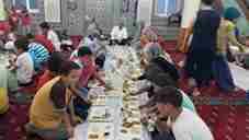 geyve-mufutusu-ali-erhun-hediye-camiinde-cocuklarla-iftar-yapti- (2)