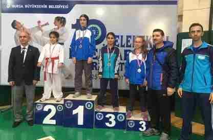 Geyveli Karatecilerden 9 Madalya