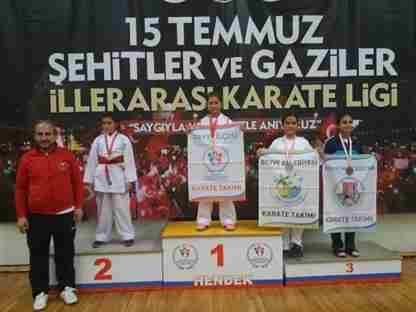 Geyveli Karateciler Madalyaları Topladı
