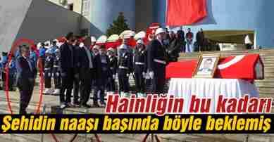 hainligin_bu_kadari_tabutun_basinda_boyle_beklemis_h56559_a70ef