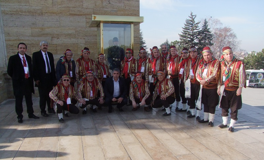 Halk Oyunları Ekibimiz Ata'nın Huzurunda