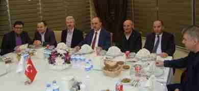 Ak parti nin yeni yönetimi karaçam ismail in yerinde buluştu