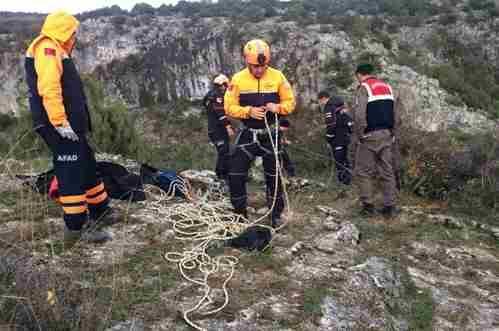 Kayalıkta Mahsur Kalan Koyunu AFAD Ekibi Kurtardı